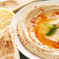 Cum să îmbunătățești gustul humusului de la magazin