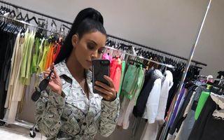 Kim Kardashian s-a îmbrăcat în bani: Vedeta a purtat o ținută acoperită integral cu dolari
