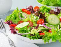 Și salatele îngrașă: 6 ingrediente pe care trebuie să le eviți