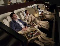 Cinema de 5 stele în Dubai: Vezi filmul întins pe canapea, ai cină de lux și majordom!