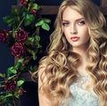 8 metode simple de a ondula părul lung