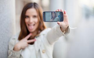 Mai mult de jumătate dintre adolescenți cred că stau prea mult pe smartphone