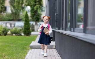La ce vârstă poate copilul să meargă singur la școală?