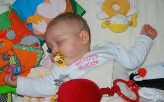 Trucul folosit de o mamă pentru ca bebelușul ei să doarmă toată noaptea. A devenit viral!