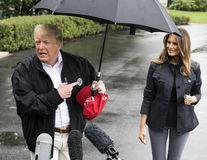 Donald Trump, încă o gafă: Și-a lăsat soția în ploaie