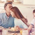 6 întrebări pe care să i le pui copilului la cină