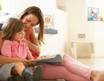 Studiu. De ce este benefic pentru copii să fie crescuți de mame care lucrează