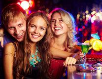 De ce te doare gâtul după ce bei alcool?