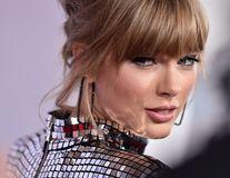 Taylor Swift, îngerul păzitor: Vedeta i-a dat bani unei tinere care a cerut ajutor