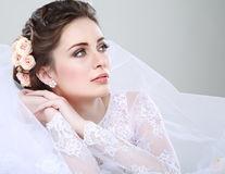 Cum să alegi bijuteriile și accesoriile ca să se potrivească cu rochia de mireasă