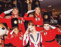 Gigi Hadid colaborează cu un magazin de jucării. Modelul a creat haine pentru soldăței de jucărie