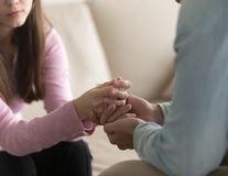 Cum să sprijini pe cineva care și-a pierdut partenerul