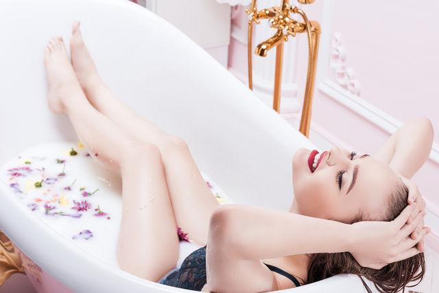 Cum să folosești corect uleiurile esențiale pentru baie