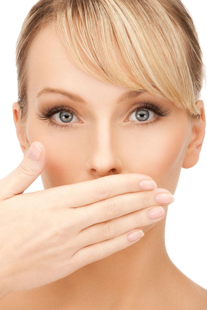 5 metode eficiente ca să scapi de respirația urât mirositoare în 5 minute