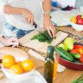 8 trucuri în bucătărie direct de la medici pasionați de gătit