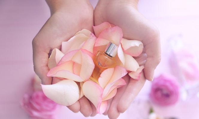 Cum să-ți faci un difuzor de parfum cu uleiuri esențiale
