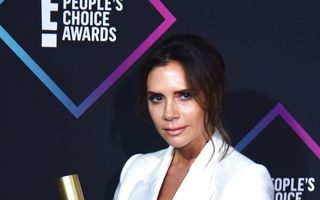 Victoria Beckham s-a tuns în mașină, în drum spre gala People's Choice Awards