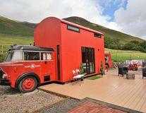 Căsuța roșie din mașina de pompieri, cea mai bună cazare pentru weekend