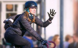 Bate palma! Mănuși cu smiley pentru bicicliștii care vor pace în trafic