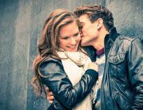 9 semne că e îndrăgostită de tine, dar îi este teamă să-ți spună