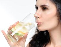 9 tratamente naturale pentru gura uscată