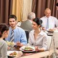 10 greșeli pe care le faci la restaurant când încerci să fii politicos