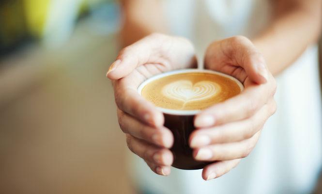 Ești dependentă de cafea? Genele tale ar putea fi de vină, potrivit unui nou studiu