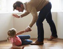 Bătaia nu-i ruptă din Rai: Pedepesele corporale aplicate copiilor îi influențează negativ