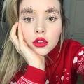 Sprâncenele împodobite revin: Cel mai ciudat trend de frumusețe pentru Crăciun