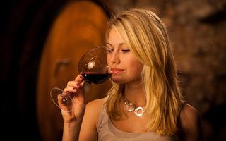 Cum se servește corect vinul. 6 reguli de bază dezvăluite de un somelier