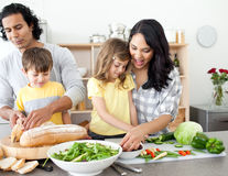 Cum convingi copiii să mănânce legume? 8 metode
