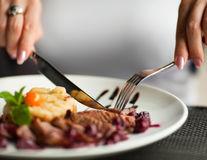 Ce să comanzi la restaurant dacă suferi de sindromul ovarului polichistic
