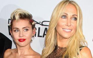 """Miley Cyrus fumează din nou """"iarbă"""": """"Mama m-a făcut să mă apuc iar"""""""