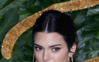 Ținuta de șoc purtată de Kendall Jenner la British Fashion Awards: Rochie transparentă, fără sutien