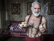 """Moș Crăciun pentru """"copiii"""" de peste 50 de ani: Un hipster cu tatuaje, în vârstă de 58 de ani"""