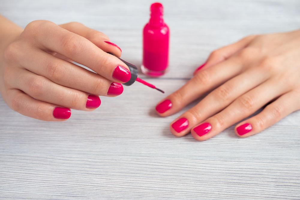 Cum să usuci mai repede oja de pe unghii. 4 trucuri eficiente