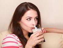7 băuturi care te ajută să adormi mai repede
