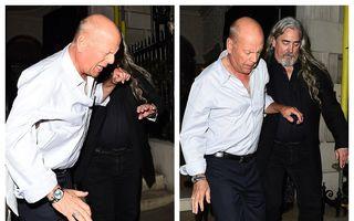 Greu de trezit: Bruce Willis, scos pe brațe de bodyguarzi dintr-un club