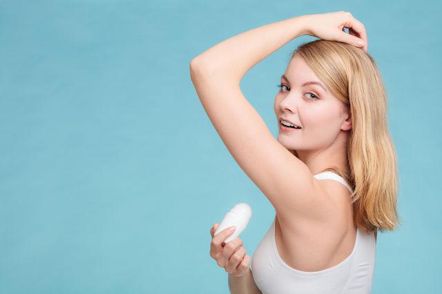 Ce trebuie să știi înainte de a înlocui deodorantul clasic cu unul natural