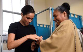 Meghan Markle le-a învățat pe femeile nevoiaşe cum să se îmbrace, dar a purtat o ţinută de peste 5.500 de euro - FOTO
