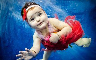 Bebelușii amfibie: Înoată mai bine decât merg - FOTO