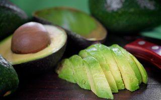 De ce nu ar trebui să arunci sâmburii de avocado? 4 beneficii