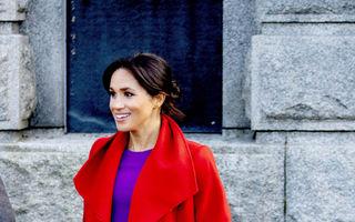 Meghan Markle a purtat culorile regale. Ce ținută a ales Ducesa de Sussex pentru o vizită oficială