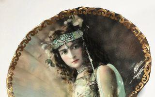 O artistă transformă scoicile în bijuterii spectaculoase. Par din altă epocă!