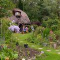 """Pensionarul care și-a făcut o casă de hobbit: Arată exact ca în """"Stăpânul inelelor"""" - FOTO"""