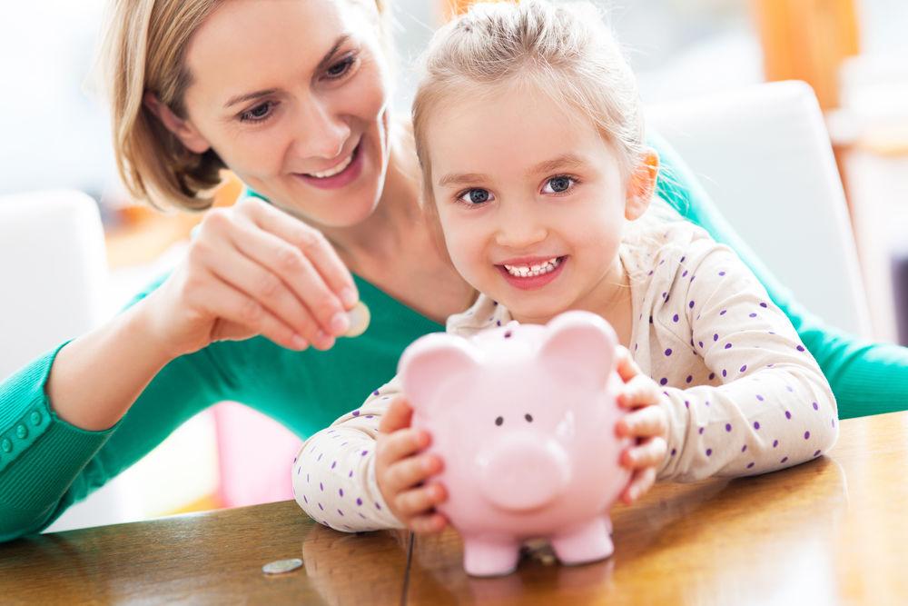 4 lucruri pe care orice femeie ar trebui să le știe despre bani