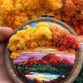 Broderii în miniatură transformate în artă. Par adevărate picturi!