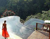 Vedere din Paradis: Vacanță în hotelul cu cea mai frumoasă piscină din lume