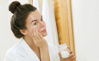 Poți trata acneea cu ulei de cocos? Ce spun specialiștii