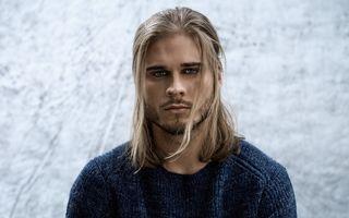 Bărbaţii cu părul lung sunt irezistibili! 20 de imagini
